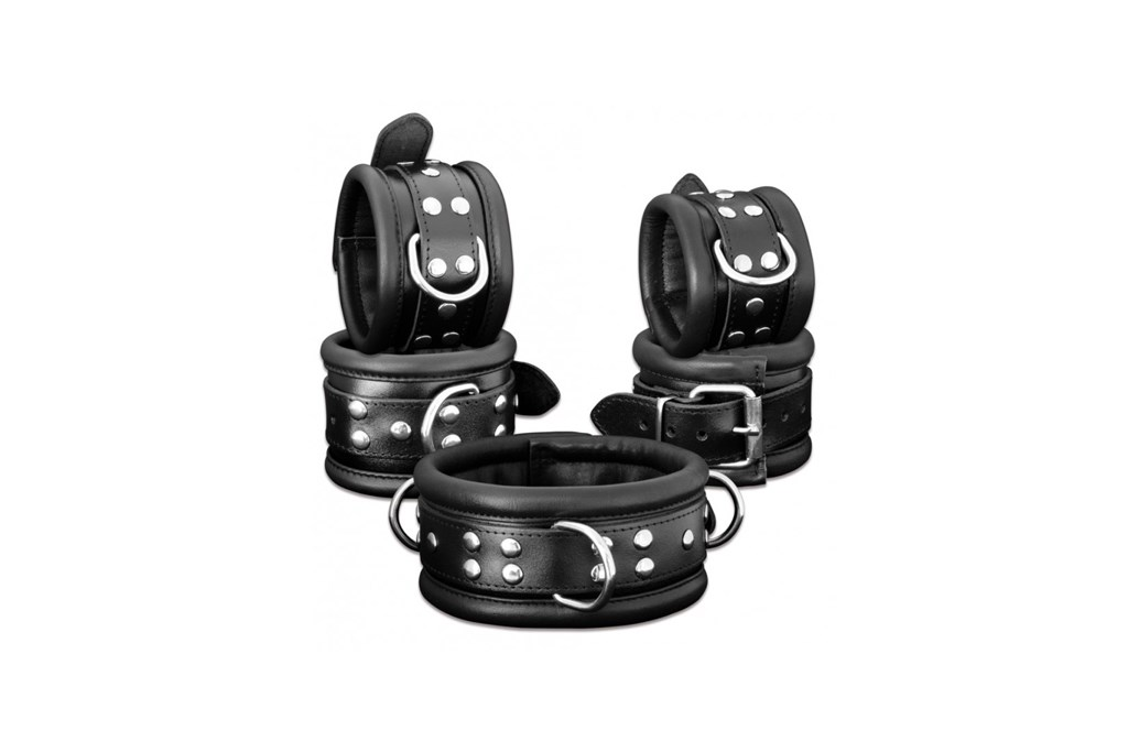 leather-blackcuffs